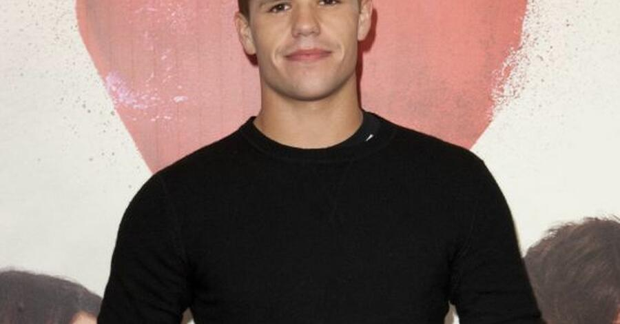 Charlie Carver: Applaus von Serien-Mutter